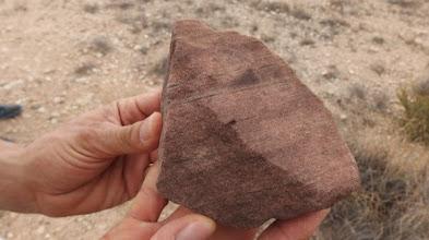 Photo: Geologia: Arenisca micàcia roja (roca).