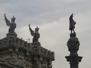 Photo: El correo, y Colón que señala para acá, es decir, para América.