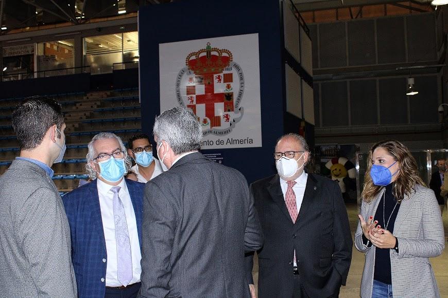Representantes institucionales y sanitarios.