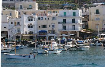 Photo: Marina Grande, in der Nähe des Hafens führt die Scala Fenicia nach Capri hinauf.