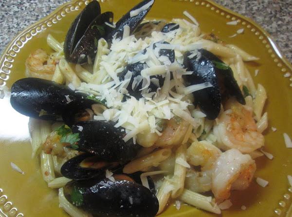Mini Penne Pasta W/shrimp, Bay Scallops & Mussels Recipe