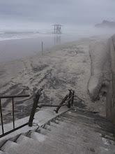 Photo: 福島県久ノ浜漁港、海岸に降りる階段の手すりが破壊されたままです。