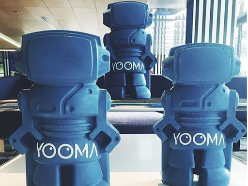 les figurines déco en forme de robot en béton chez Yooma urban lodge hotel