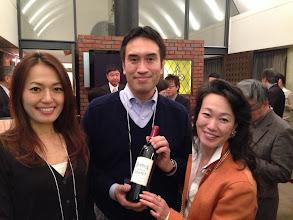 Photo: 新婚ホヤホヤのさとぴーさんもご夫婦でお祝い。 超高級ワインのお祝い。