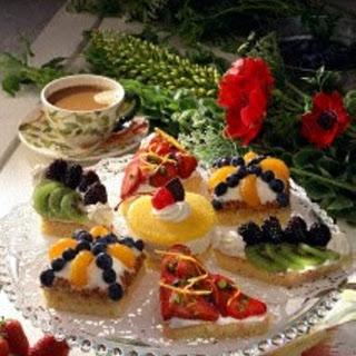 Zitronen-Früchte-Törtchen mit Quark-Sahne