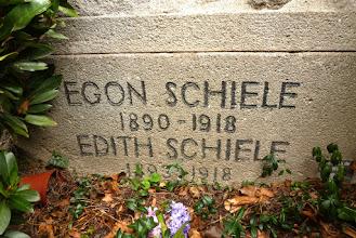 Photo: Ehrengräber Ober St. Veit Friedhof http://www.viennatouristguide.at/Friedhoefe/OberStVeit/oberstveit_liste.htm