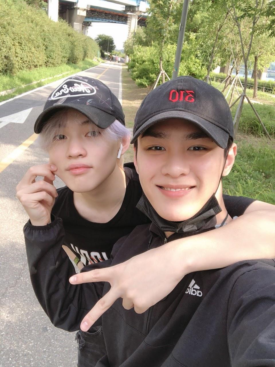 WayV Kun and NCT Dream Chenle reunite