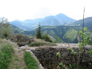 Photo: 14.Z Zamku widoczny jest doskonale Wielki Chocz (1608 m).