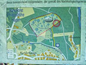 Photo: Der Lageplan zeigt im Westen die Kreisstraße (hier: Wolfskuhler Weg) mit der aus Richtung Wetter an der Ruhr kommenden Hochspannungsleitung, welche an der Südecke des Ruheforstes einen Knick macht. Der angegebene Parkplatz in nicht mit dem in meinen Filmen vom 16. und 19.8. erwähnten identisch, welcher bei der Ostecke zu suchen ist.