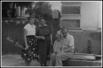 Photo: Przy budynku Szkoły Powszechnej w Rudniku, połowa lat 50 (stoi już dzwonnica powstała na początku lat 50-tych)