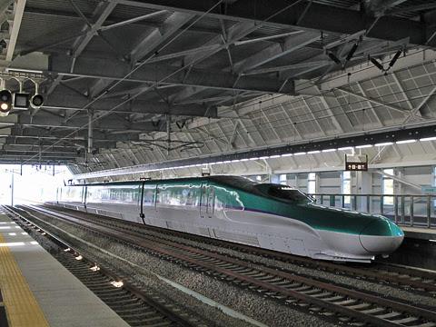 JR北海道 H5系新幹線電車 奥津軽いまべつ駅にて