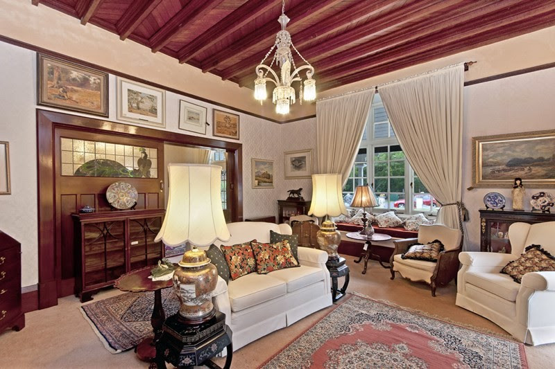 The coffered wooden ceiling is typical of the 'Arts and Crafts' style, which exposes the support of the floor above.