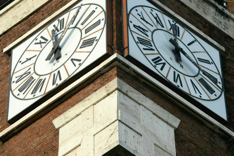 L'orologio della torre di acquario