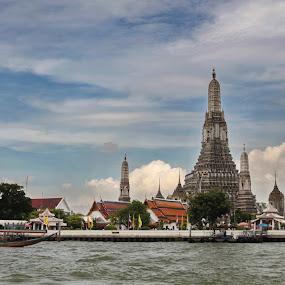 Wat Arun - Bangkok by Gesta Winantara - Buildings & Architecture Statues & Monuments