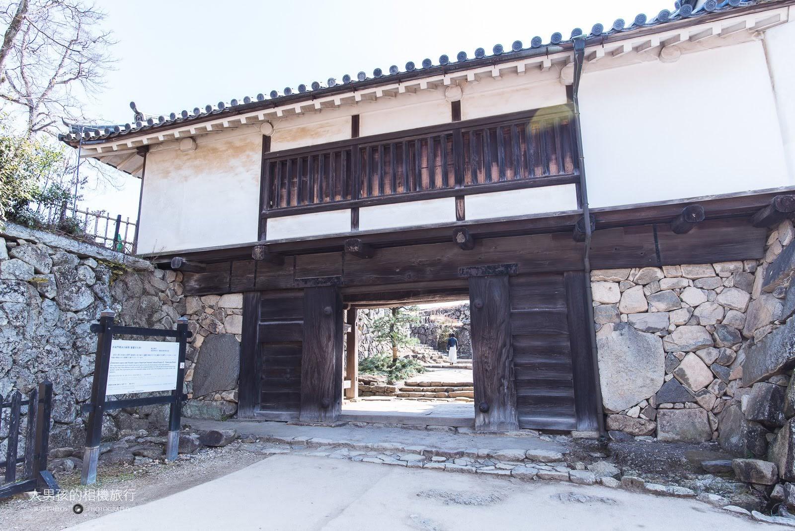 彥根城大鼓門櫓。