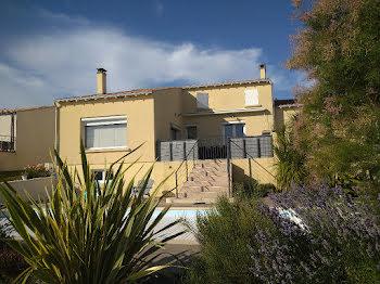 villa à Mortagne-sur-Gironde (17)