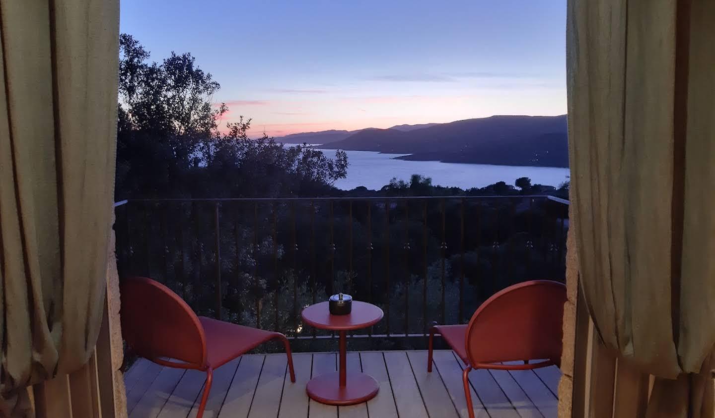 Villa avec piscine en bord de mer Propriano
