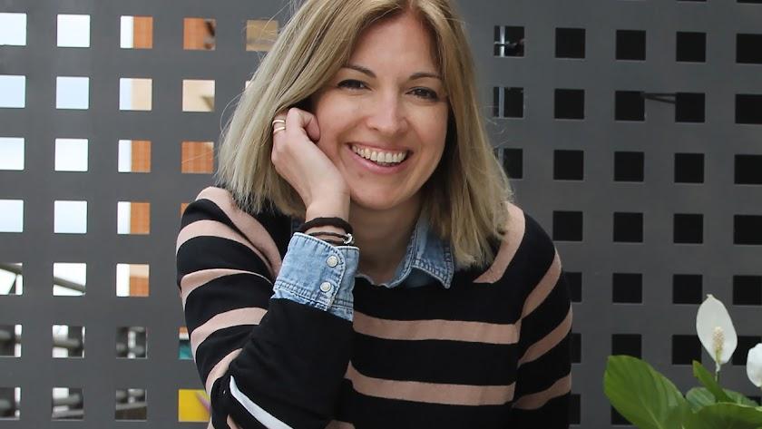 Gema Sirvent firma su octavo libro como escritora, el tercero de los publicados con su editorial.