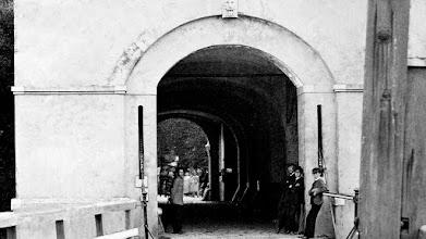 Photo: 1865 Inkijk van de Haagse (Antwerpse) Poort naar de stad