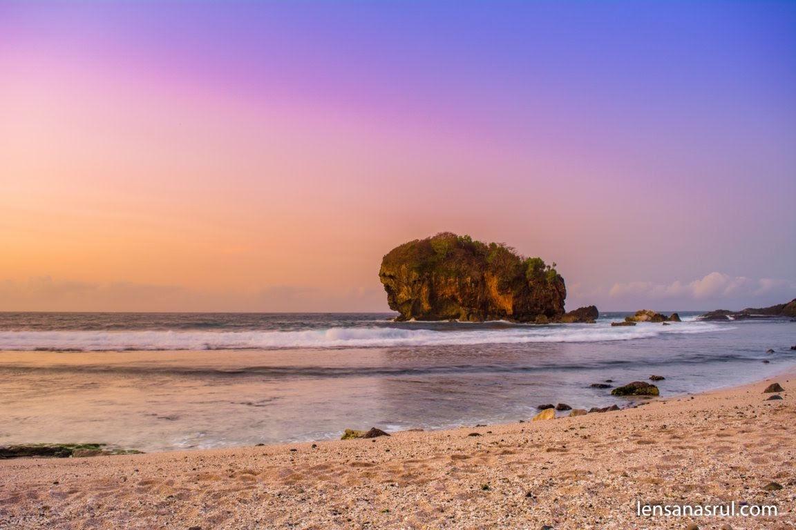 Sunrise di Pantai Jungwok Gunungkidul