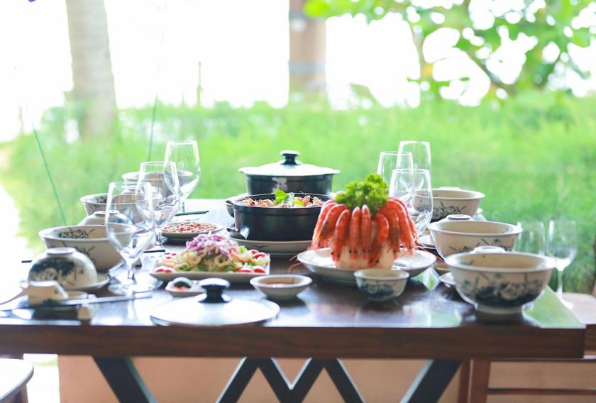 Nhà hàng Hương Biển - Menu hải sản đa dạng