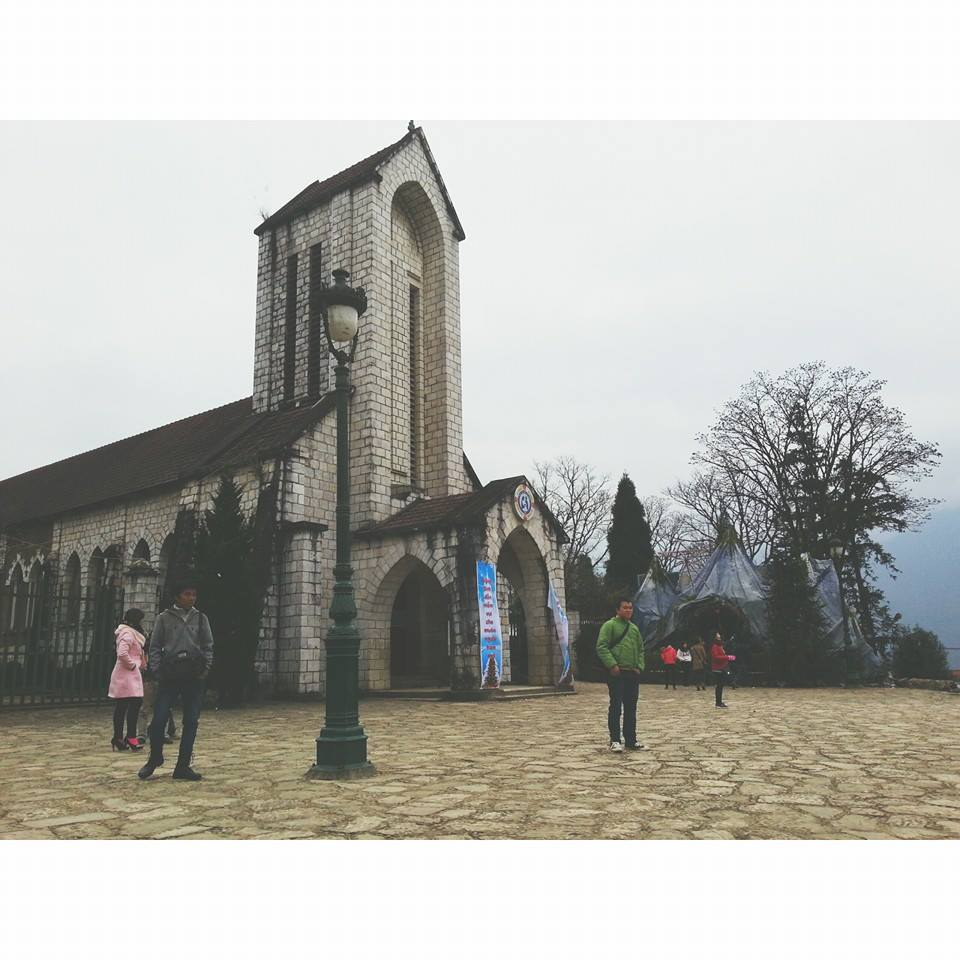Nhà thờ đá cổ kiến trúc Pháp