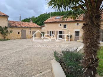 villa à Lussac-les-Châteaux (86)