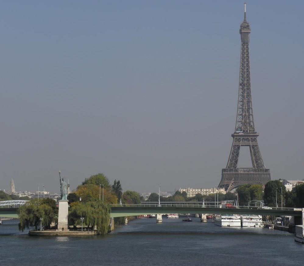 Paris - Eiffelturm und Freiheits-Statue