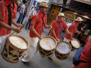 Photo: Macaíba dans les rues de Nantes en 2006 avec les chemises du carnaval de Recife