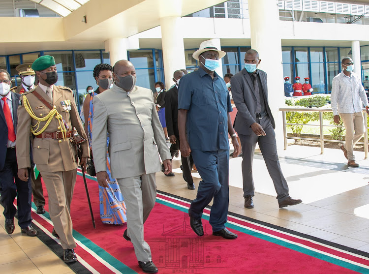 Burundian President Evariste Ndayishimiye was received by ODM leader Raila Odinga and Foreign Affairs CS Raychelle Omamo when he landed at Kisumu International Airport. The President was accompanied by First Lady Angeline Ndayubaha.