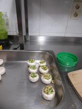 Photo: voorgerecht  gevulde champignons met pesto...