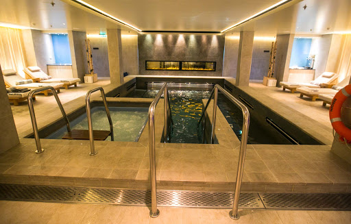 Viking-Sun-spa.jpg - You'll find a pool with whirlpool jets, a sauna and cold room in the LivNordic Spa on Viking Sun.