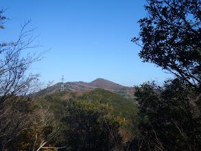 前方に鉄塔と烏帽子岳
