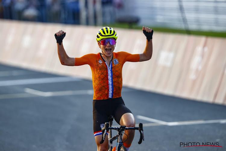 """Onwaarschijnlijk tafereel - Van Vleuten denkt dat ze wint maar pakt slechts zilver: """"Ik had het mis, ik dacht dat het 1 was"""""""