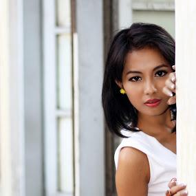 jendela by Didik Harianto - People Portraits of Women