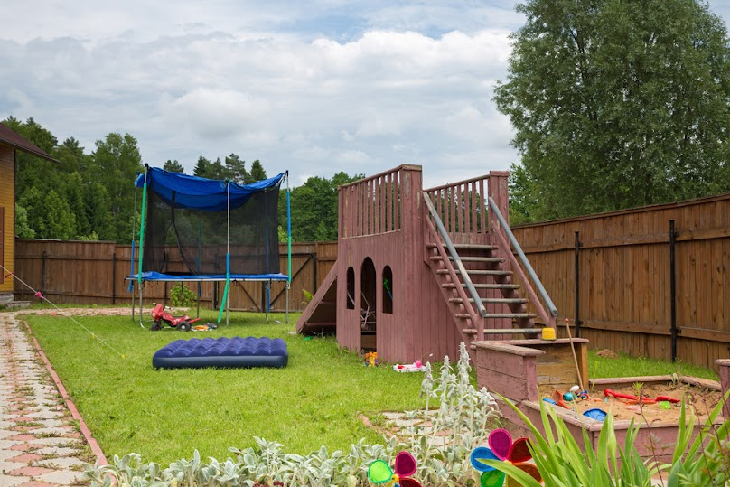 Plac zabaw na trawniku