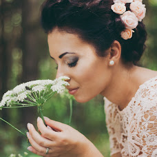 Wedding photographer Yana Krizhanovskaya (YanaKr). Photo of 11.08.2014