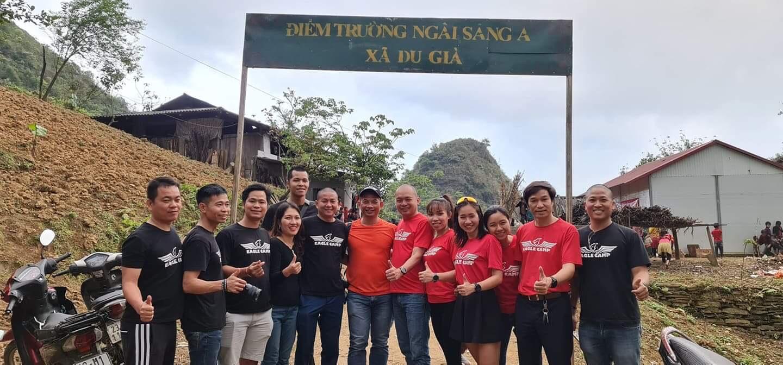 Đoàn Eagle Caravan đến điểm trường Sủng Chà của huyện Mèo Vạc tỉnh Hà Giang.