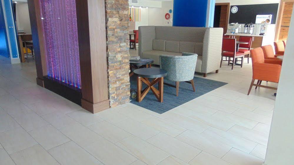 Holiday Inn Express and Suites Wapakoneta