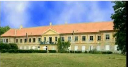 """Photo: """"Egy ember felneveléséhez egy egész falu kell"""" A kastély épülete, Csicsó További képek és leírások: http://csicso-nagy.uw.hu/fo-o-Csicso-NAGY-A/o2-iskola.htm"""