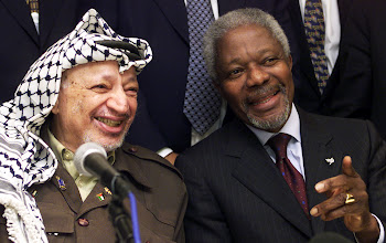 Photo: DAVOS/SWITZERLAND,28JAN01 - President of the Palestinian Authority Yasser Arafat (L) and Secretary General of the U.N. Kofi Annan answer questions at a joint press conference in the Hotel Seehof during the Annual Meeting 2001 of the World Economic Forum January 28, 2001. Arafat and Annan discussed the development in the middle east peace process.   POOL KEYSTONE/Photo by Alessandro Della Valle NO RESALE/NO ARCHIVE