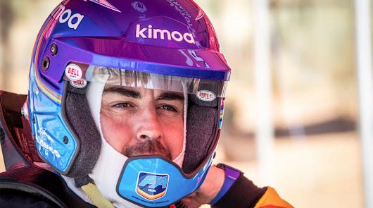 Fernando Alonso se encuentra probando el Toyota Hilux del Dkar