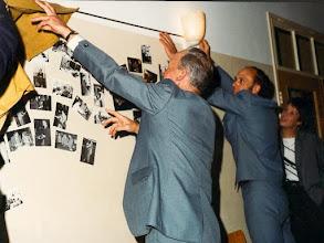 Photo: Onthulling met de heer Loeff  en  Gerard Huis in 't Veld