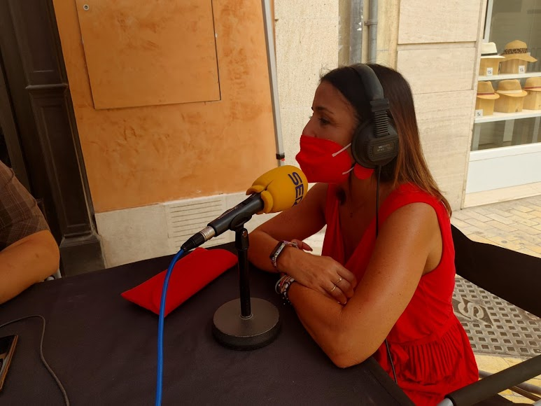 La presidenta del Parlamento Andaluz, Marta Bosquet, en el set de la SER
