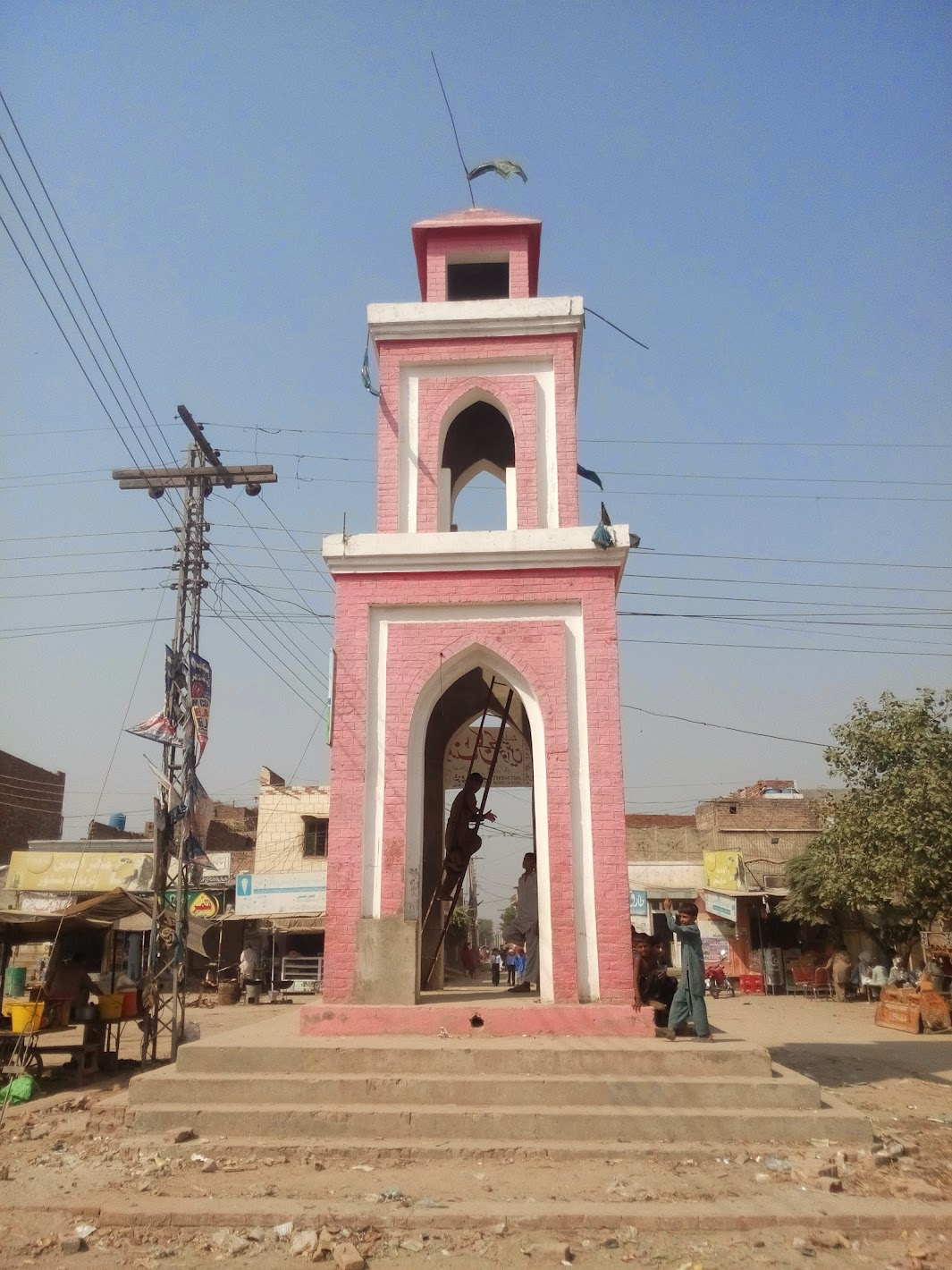 Ghanta Ghar Chowk, Faisalabad downtown is said to have been built on the blue print of Gangapur