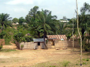"""Photo: le lendemain, nous rendrons visite à l'orphelinat """" La Providence """"de Lokossa"""