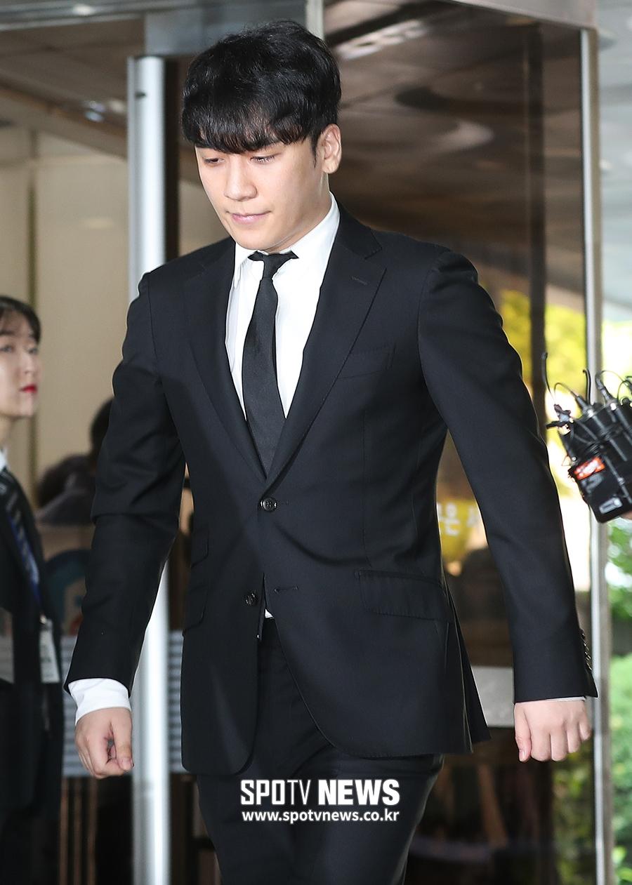 seungri handcuffed 1