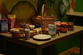 Photo: ontbijt van het hostel, aangevuld met typische hollandse produkten...