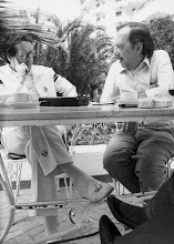 Photo: Pablo Castellano, destacado dirigente del PSOE, con Amado Moreno, durante unas vacaciones en el hotel Waikiki, de Playa del Ingles (Gran Canaria).