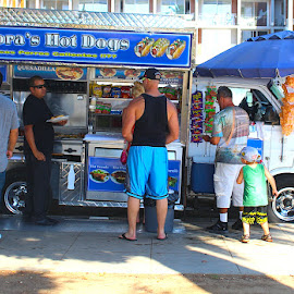 Nora's Hot Dogs by Ronnie Caplan - Food & Drink Eating ( santa monica, foodtruck, hot dogs, lineup,  )